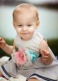 Bebé feliz en el lago Fotos de archivo