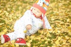 Bebé feliz en nieve Imagen de archivo