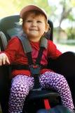 Bebé feliz en silla de la bicicleta fotos de archivo libres de regalías