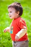 Bebé feliz que recorre al aire libre Fotografía de archivo libre de regalías