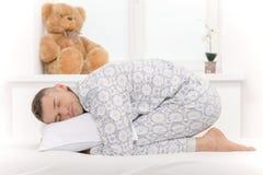 Bebé grande en pijamas. Foto de archivo libre de regalías
