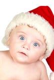 Bebé hermoso con los ojos azules y el sombrero de la Navidad foto de archivo