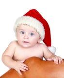 Bebé hermoso con los ojos azules y el sombrero de la Navidad imagen de archivo