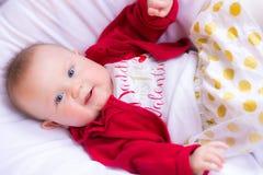 Bebé hermoso en equipo del ` s de Valenentine Foto de archivo libre de regalías