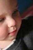 Bebé hermoso que mira abajo Imagen de archivo
