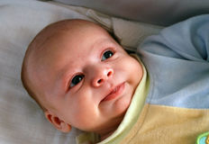 Bebé infantil sonriente Foto de archivo libre de regalías