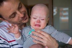 Bebé lindo con el griterío de Síndrome de Down Fotos de archivo libres de regalías