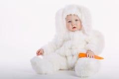 Bebé lindo con el traje del conejo Fotos de archivo
