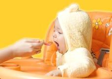 Bebé lindo de alimentación 4 Imagen de archivo libre de regalías