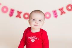 Bebé lindo del día de tarjeta del día de San Valentín fotografía de archivo