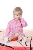 Bebé lindo que habla en el teléfono móvil Foto de archivo libre de regalías
