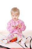 Bebé lindo que habla en el teléfono móvil Fotos de archivo