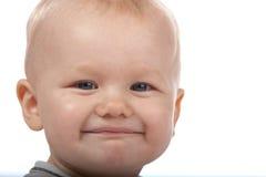 Bebé lindo que sonríe en el fondo blanco Imágenes de archivo libres de regalías