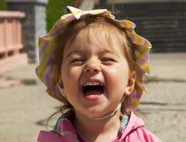 Bebé lindo sonriente hermoso Imagenes de archivo