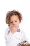 Bebé lindo triste que sostiene el teléfono móvil Fotos de archivo libres de regalías