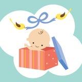 Bebé maravilloso en un rectángulo de regalo Foto de archivo