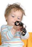 Bebé-muchacho curioso con la película en sus manos, aisladas Fotografía de archivo libre de regalías