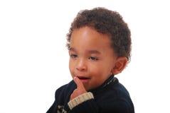 Bebé multirracial que hace sonidos tontos Fotos de archivo