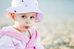 Bebé na praia Imagem de Stock Royalty Free