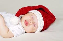 Bebé precioso que duerme en un sombrero del Año Nuevo Fotos de archivo libres de regalías