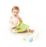 Bebé que aprende cartas del alfabeto imagen de archivo libre de regalías