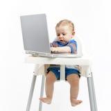 Bebé que charla en línea Imagen de archivo libre de regalías