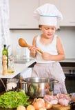 Bebé que cocina con la carne Imágenes de archivo libres de regalías