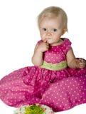 Bebé que come la torta Fotografía de archivo libre de regalías