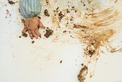 Bebé que come la torta de cumpleaños Imagen de archivo libre de regalías