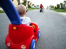 Bebé que conduce el coche Imagen de archivo libre de regalías