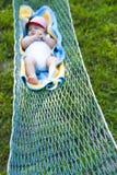 Bebé que duerme en hamaca Imagenes de archivo