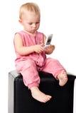 Bebé que habla en el teléfono móvil Foto de archivo libre de regalías
