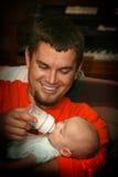 Bebé que introduce del papá Imagen de archivo libre de regalías