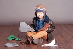 Bebé que joga com bloco Foto de Stock Royalty Free