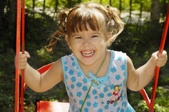 Bebé que joga no parque Foto de Stock Royalty Free