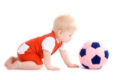 Bebé que joga o futebol Fotografia de Stock