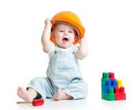Bebé que juega con el juguete de las unidades de creación imágenes de archivo libres de regalías