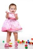 bebé que juega con los bloques imagen de archivo libre de regalías