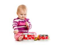 Bebé que juega el juguete musical Fotos de archivo libres de regalías