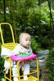 Bebé que mira lejos Imagen de archivo