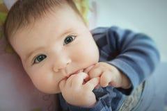 Bebé que parece curioso Imágenes de archivo libres de regalías