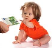 Bebé que toma euro. Imagen de archivo libre de regalías