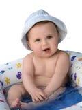 Bebé que toma un baño Imágenes de archivo libres de regalías