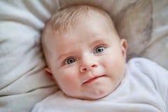 Bebé recém-nascido com olhos azuis Foto de Stock