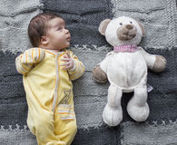 Bebé recién nacido con el juguete Imágenes de archivo libres de regalías