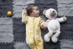 Bebé recién nacido con el juguete Fotografía de archivo