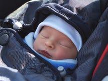 Bebé recién nacido durmiente imagen de archivo libre de regalías