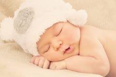 Bebé recién nacido durmiente Imagen de archivo