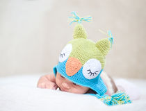 Bebé recién nacido durmiente (a la edad de 14 días) Imagen de archivo libre de regalías
