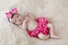 Bebé recién nacido en color de rosa Fotografía de archivo libre de regalías